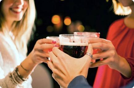 飲み会が続く…「ウコンの力」を飲むベストなタイミングは?