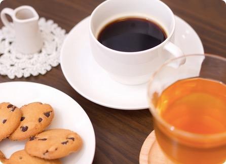 レッドブルとエナジードリンクのカフェイン量の比較